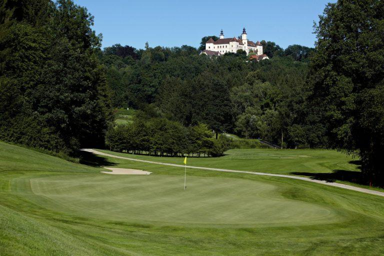 Golfplatz und Schloss Freiberg