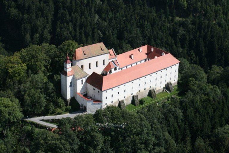 Burg Festenburg Luftaufnahme