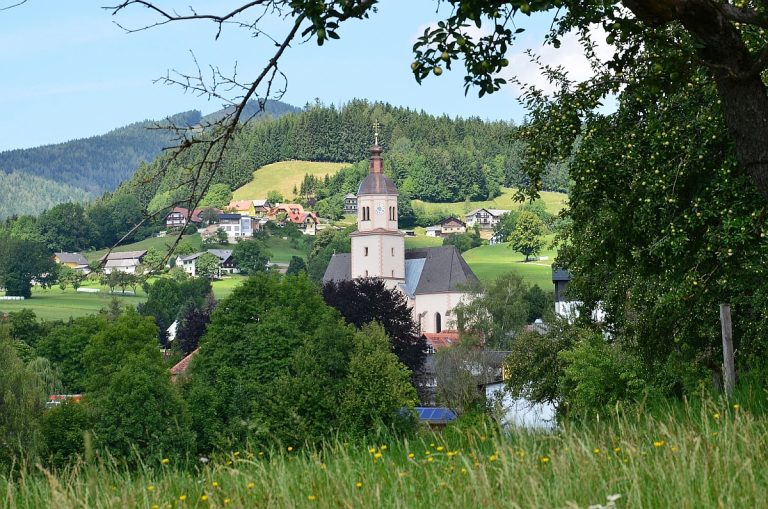Pfarrkirche mit Ort Fladnitz an der Teichalm